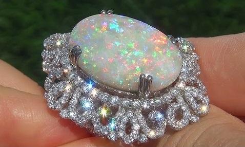 مجوهرات حجر الأوبال