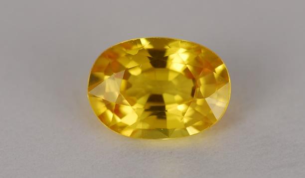 حجر الياقوت الأصفر