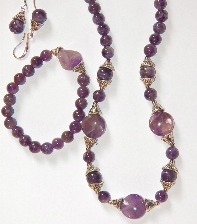 مجوهرات حجر الجمشت
