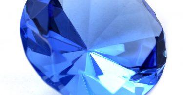 لون حجر الياقوت الأزرق