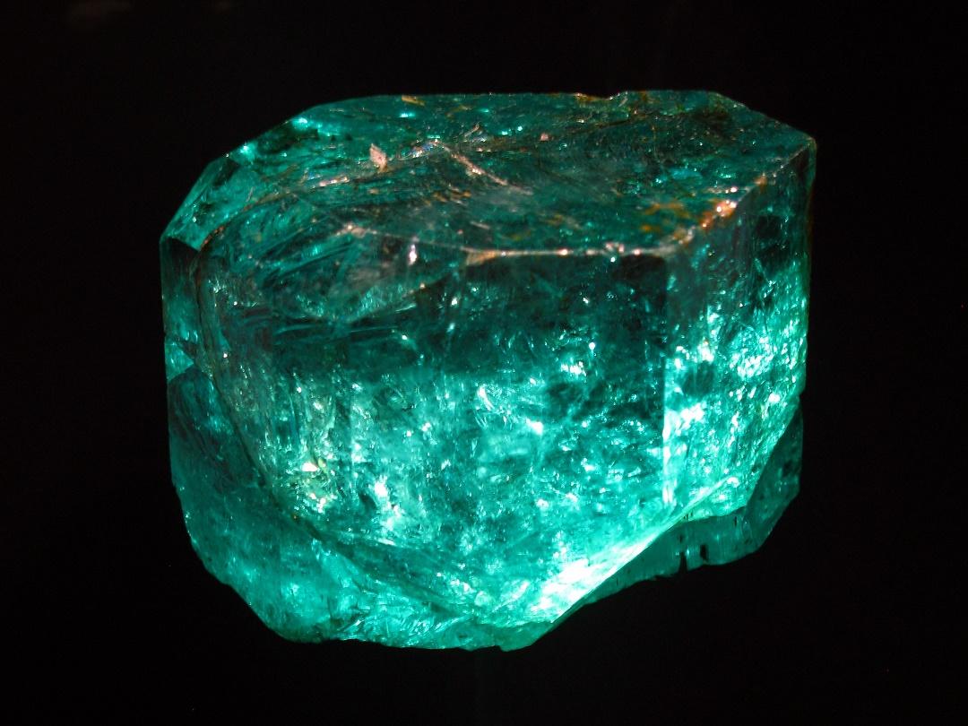 فوائد إستخدام حجر الزمرد
