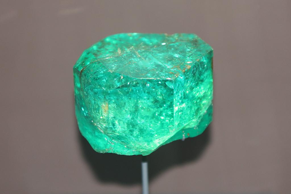 فوائد حجر الزمرد الأصلي