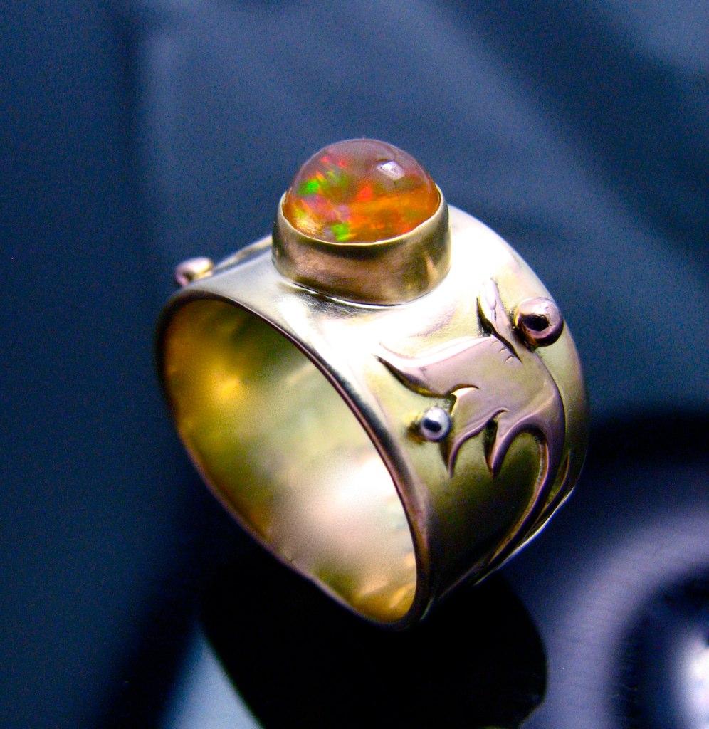 خاتم حجر الأوبال العسلي