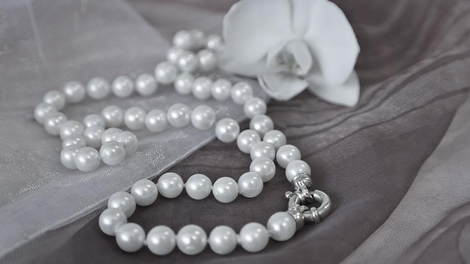 مجوهرات حجر اللؤلؤ