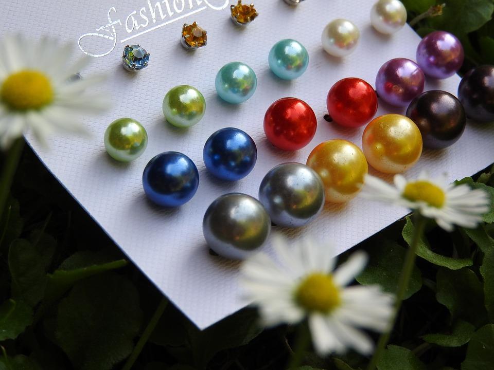 ألوان حجر اللؤلؤ ( الأبيض و الأزرق و الأحمر و الذهبي و البنفسجي و الوردي و الأسود)