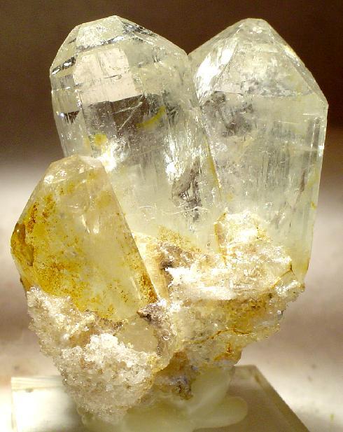حجر التوباز الأصفر