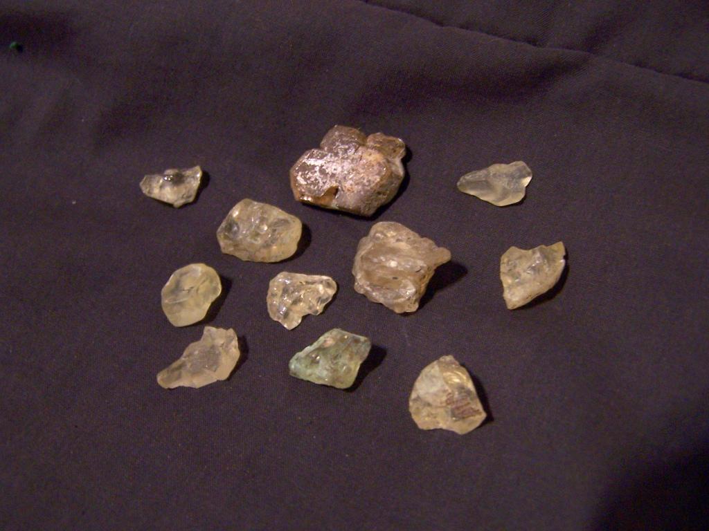 حجر الشمس الخام و الطبيعي