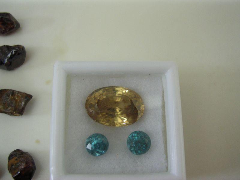 حجر الزركون الكريم