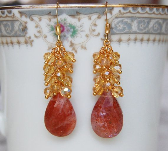 مجوهرات الذهب وحجر الشمس