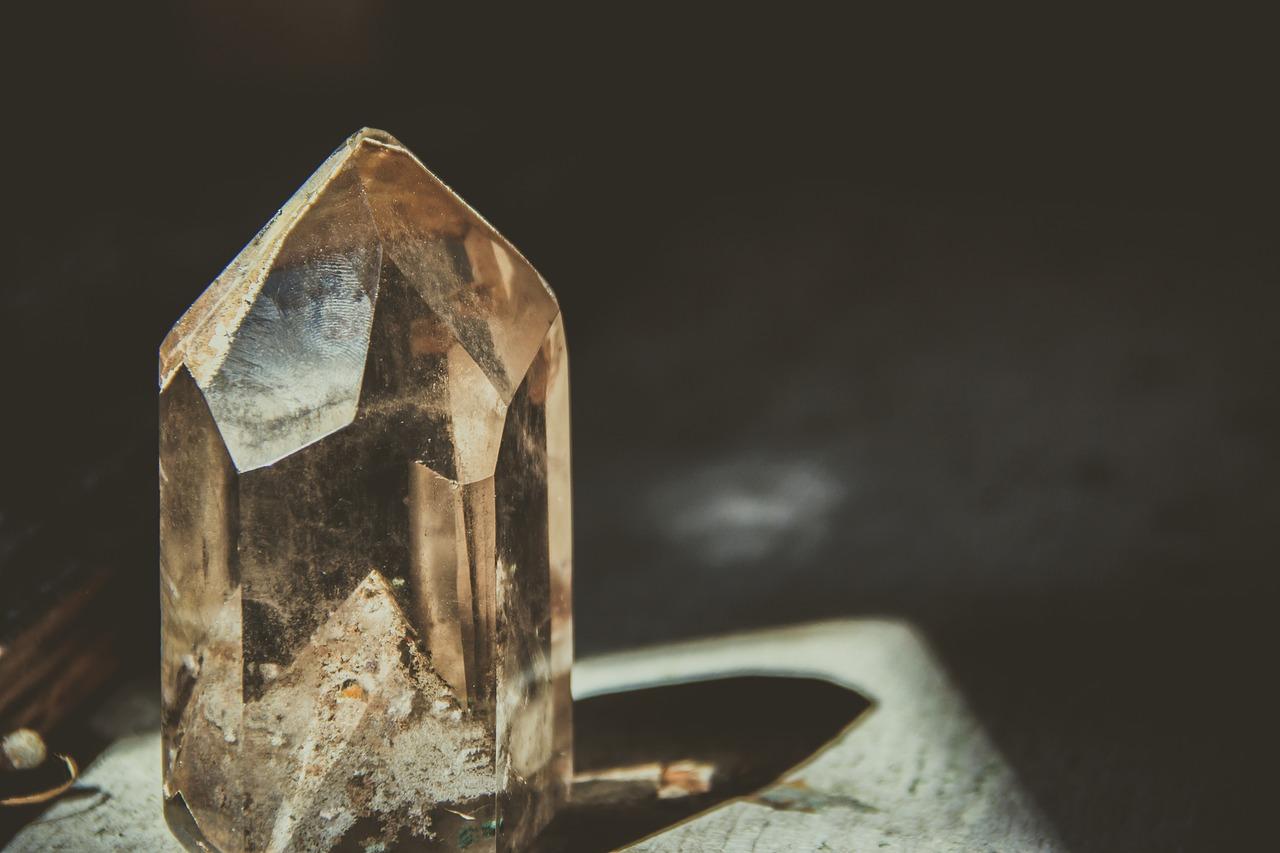 فوائد حجر الكوارتز: كريستال الكوارتز النقي