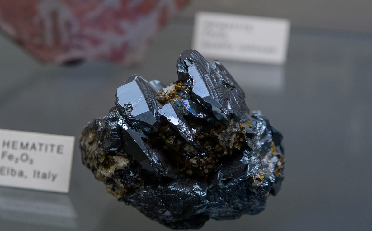 سمات حجر الحديد الصيني المميزة