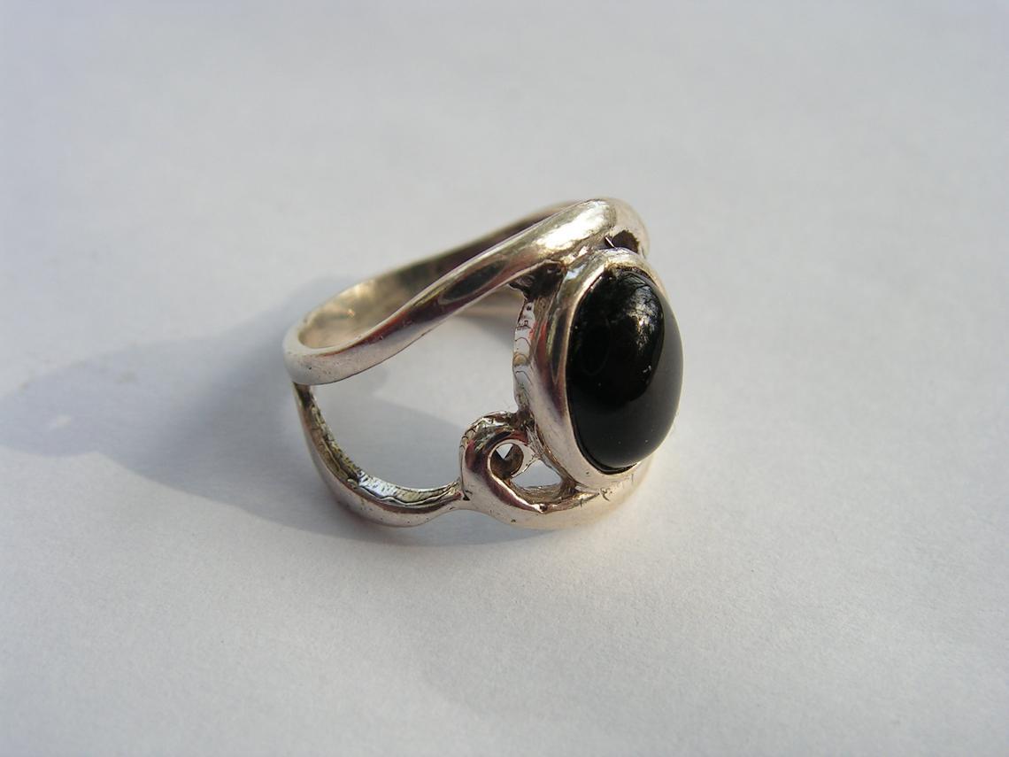 خاتم حديد صيني طبيعي