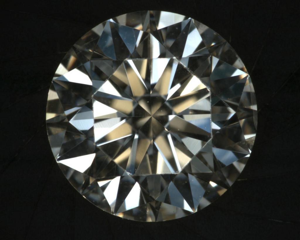 الألماس أكثر الأحجار الكريمة صلادة - 10 موس