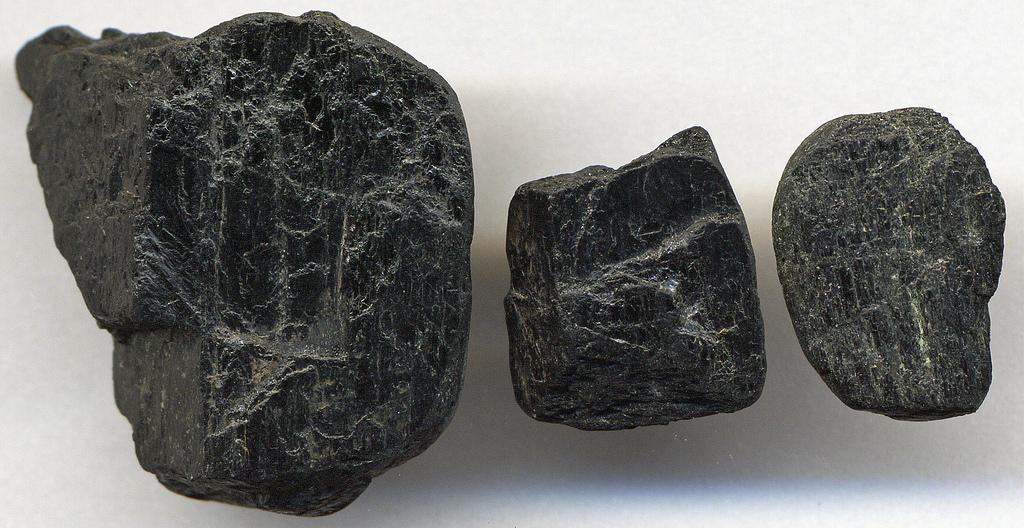 صخور معدن الأمفيتابول