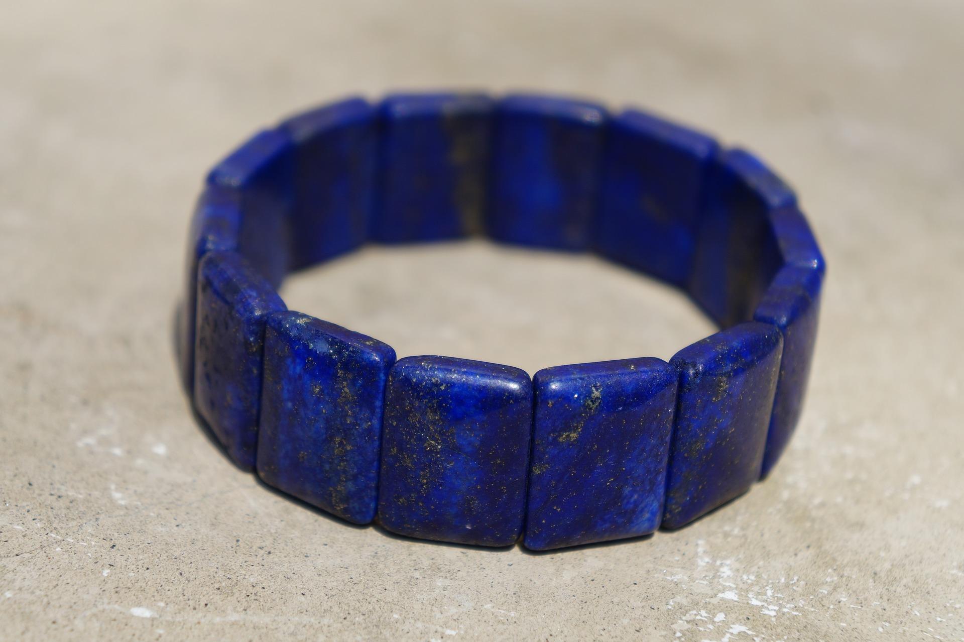كيفية التعرف على مجوهرات حجر اللازورد الطبيعية