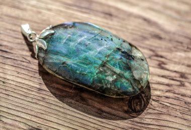 """مجوهرات حجر اللابرادوريت """"الطاووس"""""""