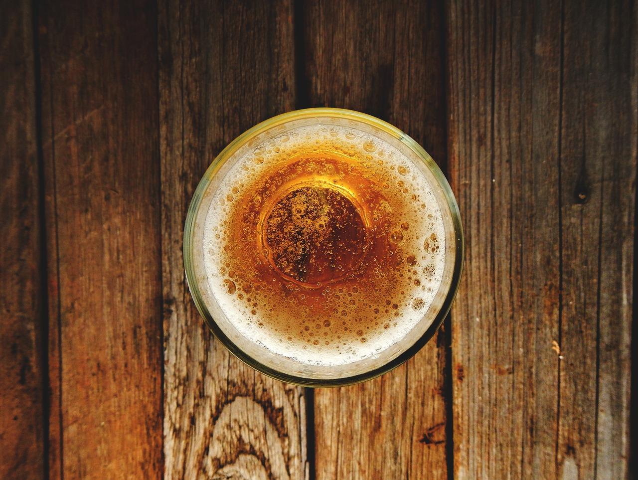 المشروبات الكحولية لتنظيف وتلميع الفضة