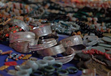 كيفية تنظيف الفضة وتلميعها
