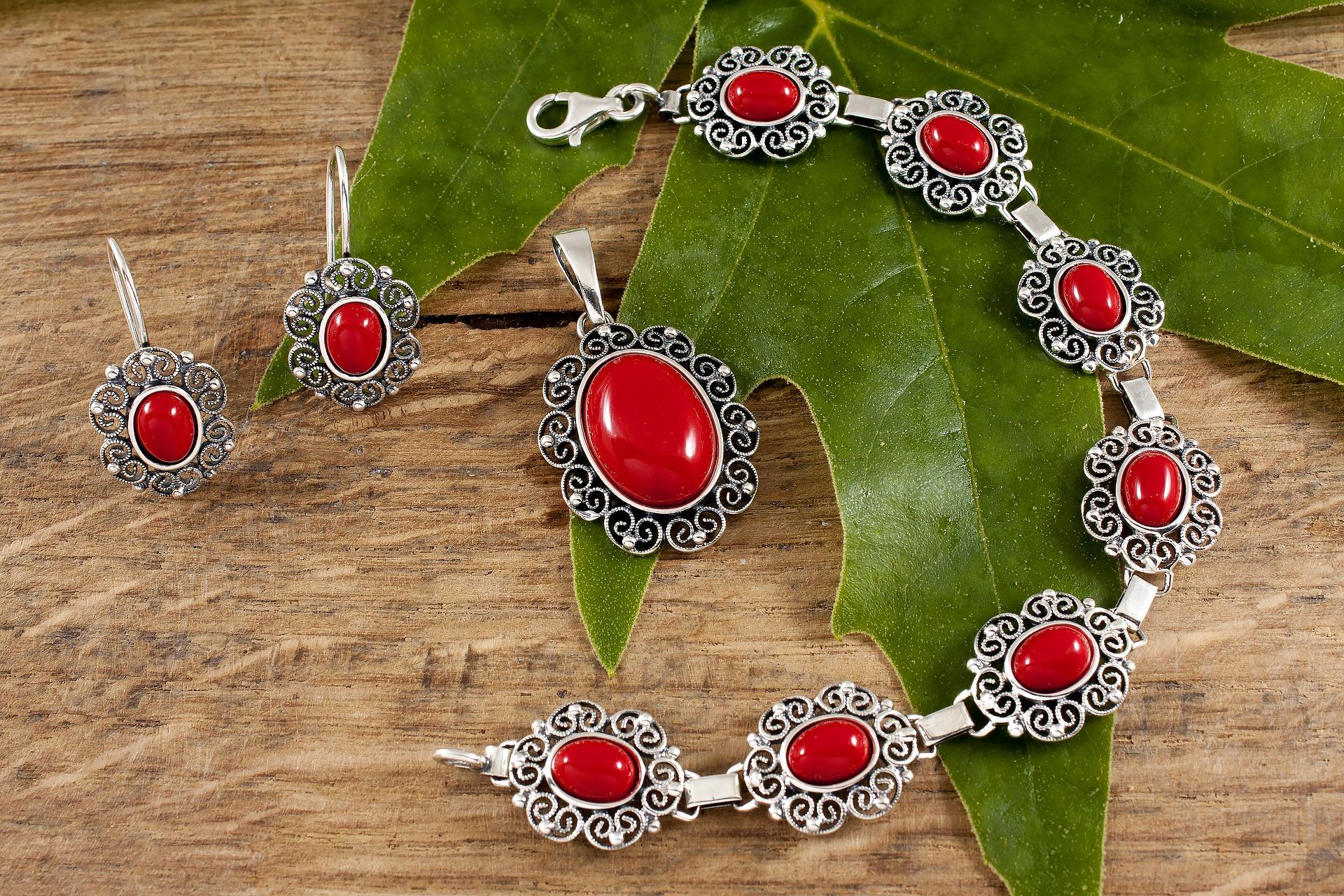 مجوهرات حجر المرجان الأحمر