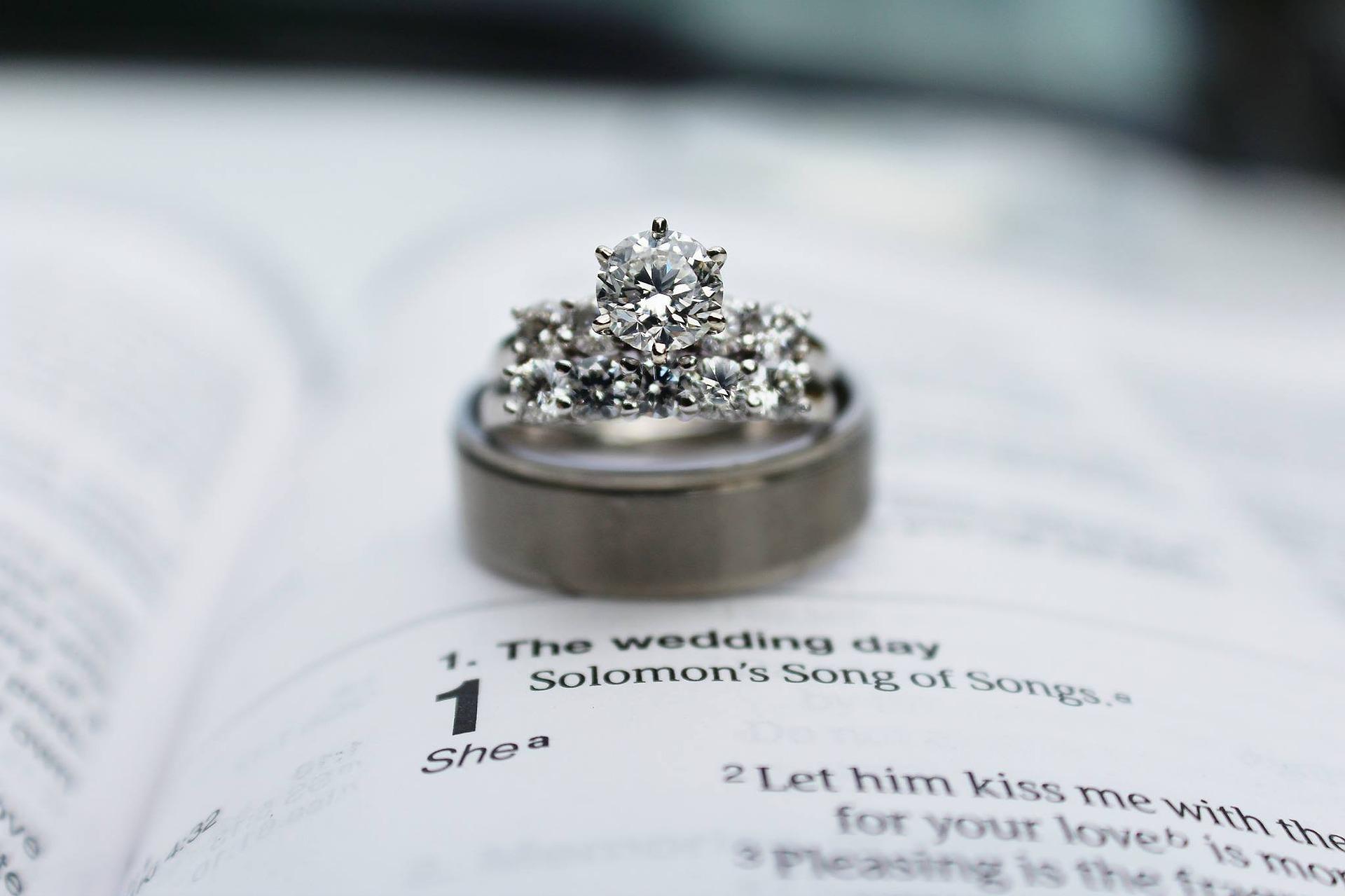 خاتم الماس ثمين