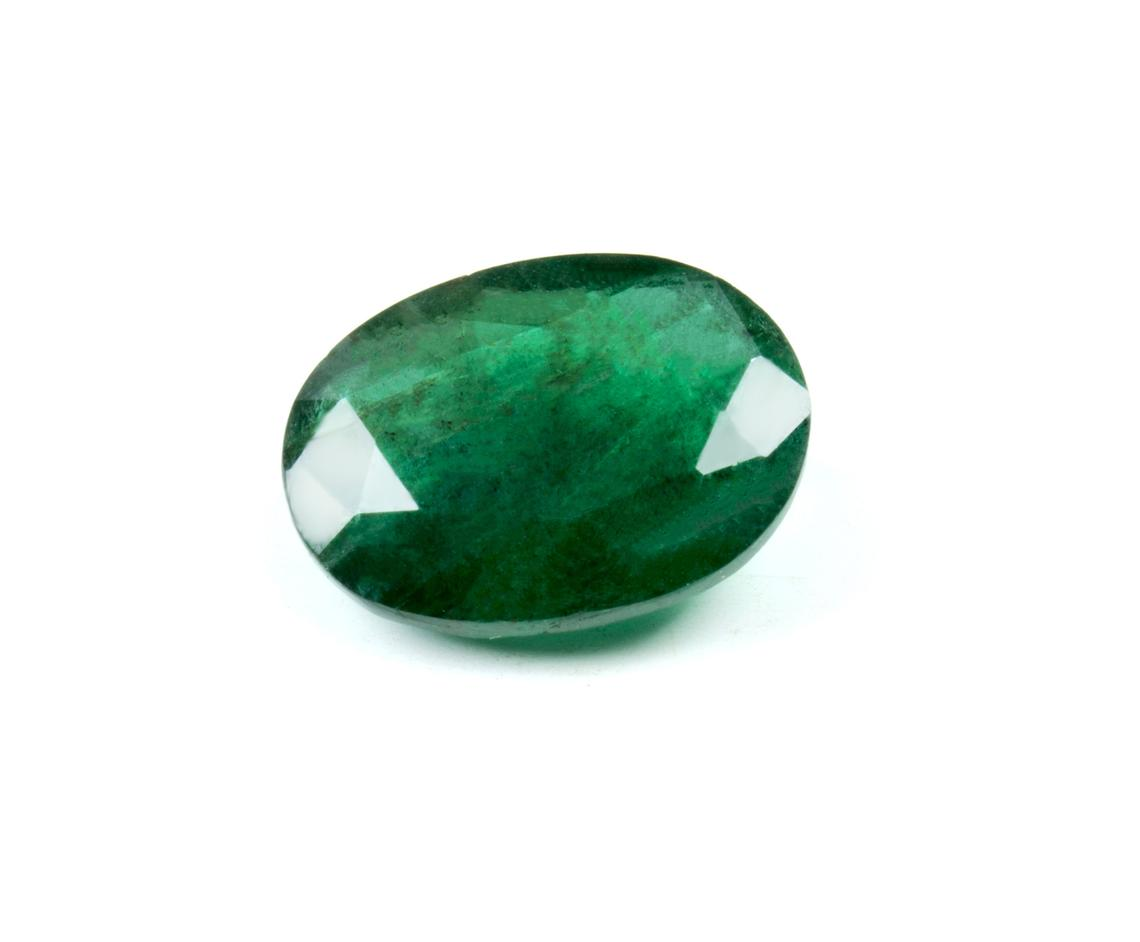 جوهرة حجر زمرد أخضر