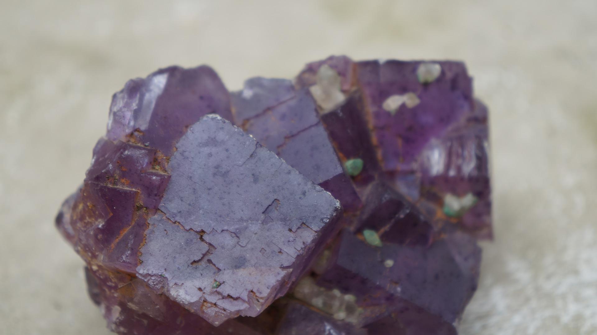 مظهر حجر الفلورايت الإرجواني