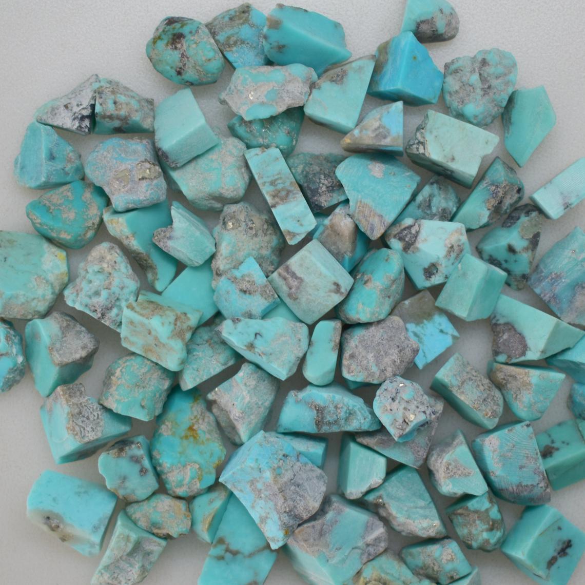 أحجار فيروز خام متنوعة