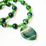 حجر العقيق الأخضر - الخصائص والتكوين والإستخدامات