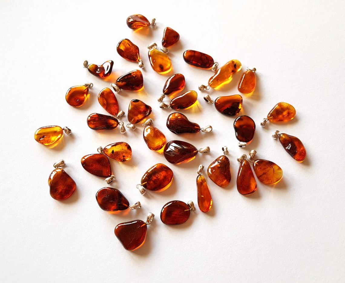 مجوهرات كهرمان طبيعي