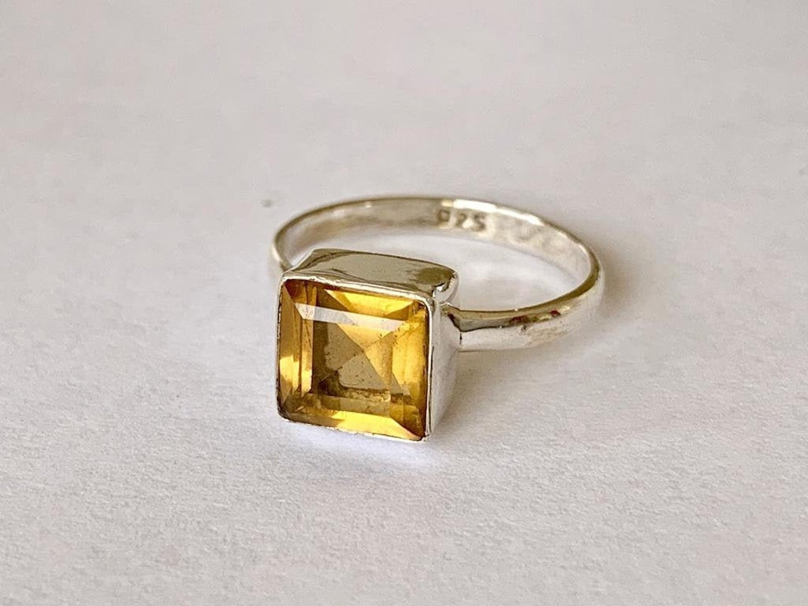 مجوهرات حجر السترين