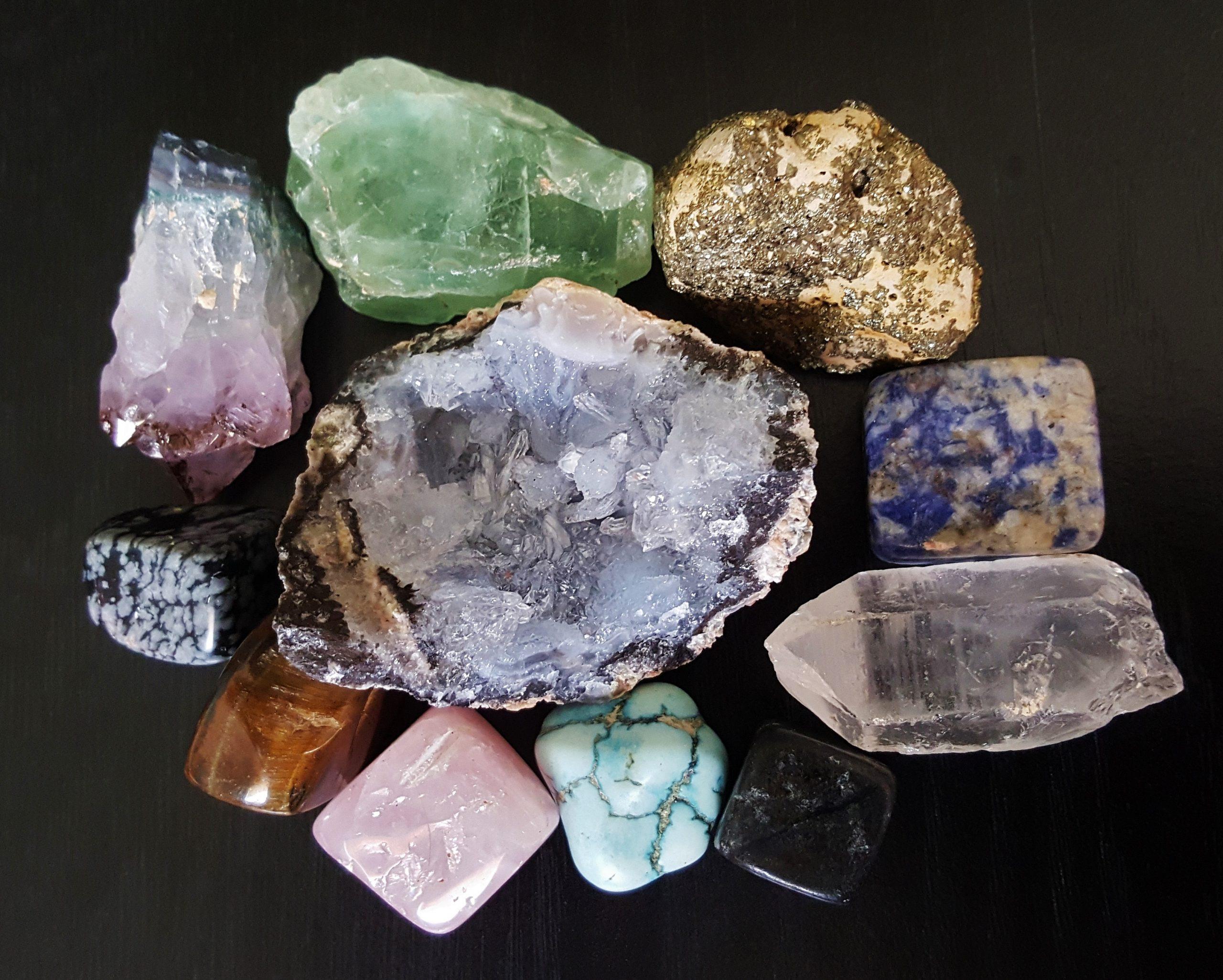 فوائد أحجار الطاقة الخام